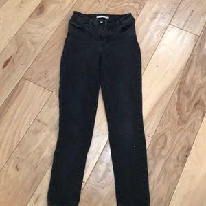 Black Levi's 721 high rise skinny jeans